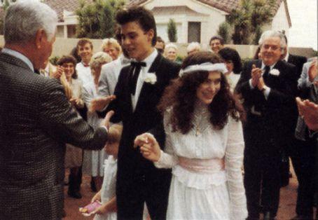 1983 heiratete Johnny Depp die Visagistin Lori Allison, die Ehe wurde bereits nach zwei Jahren geschieden. In dieser Zeit ver