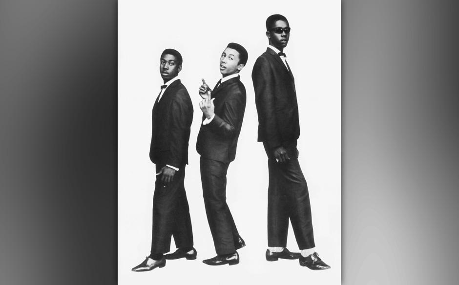 JAMAICA - CIRCA 1964:  Photo of Bob Marley, 1964, Jamaica, Bob Marley (with The Wailers), L-R: Bunny Wailer, Bob Marley, Pete