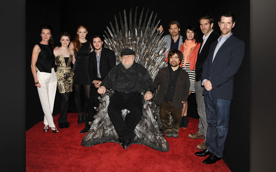 HOLLYWOOD, CA - MARCH 19:  (L-R) Actors Michelle Fairley, Maisie Williams, Sophie Turner, Kit Harington, executive producer G