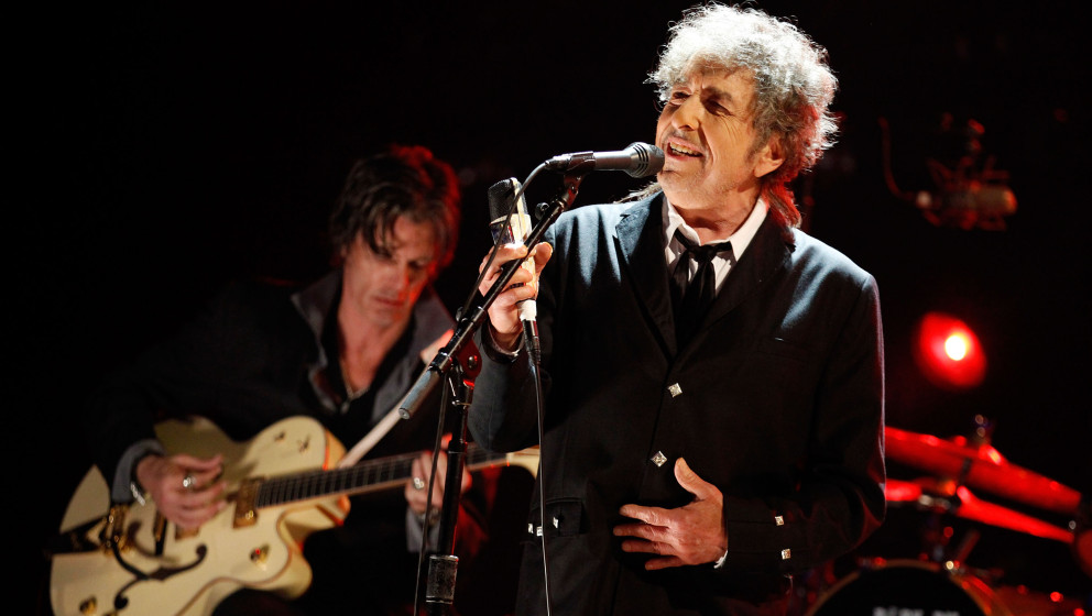HOLLYWOOD, CA - JANUARY 12:  Musician Bob Dylan performs onstage during the 17th Annual Critics' Choice Movie Awards held at