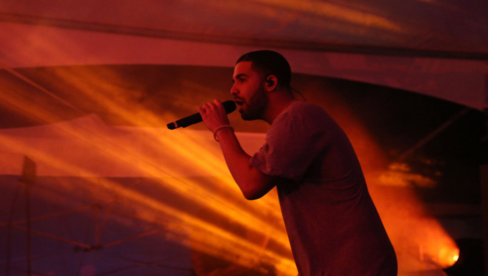 SCOTTSDALE, AZ - JANUARY 31:  Drake performs at the Bootsy Bellows Pop Up event on January 31, 2015, in Scottsdale, Arizona.