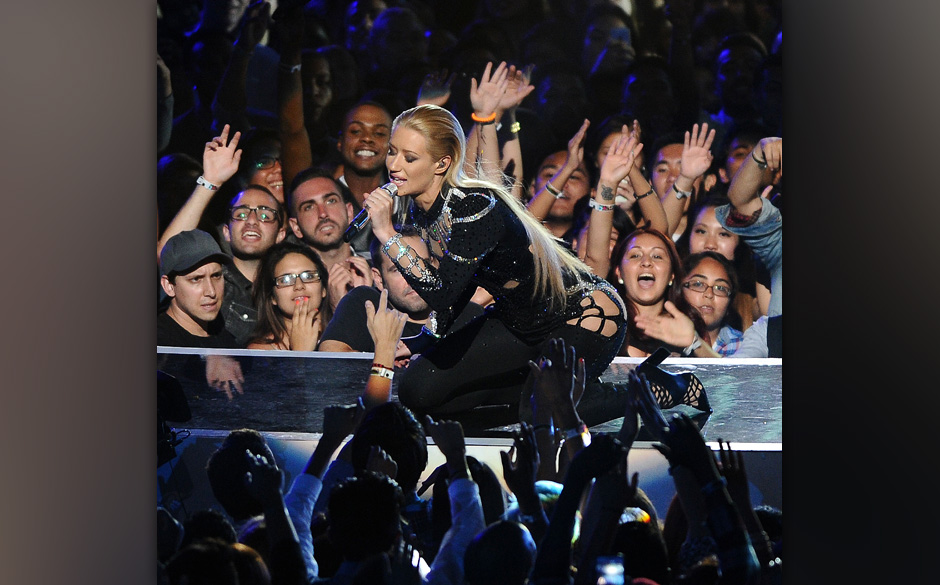 INGLEWOOD, CA - AUGUST 24:  Iggy Azalea performs onstage at the 2014 MTV Video Music Awards at The Forum on August 24, 2014 i