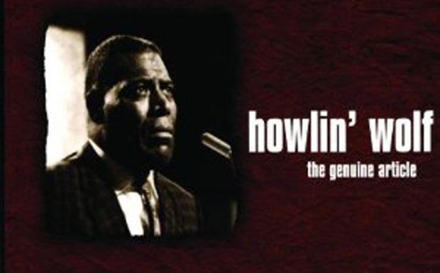 """Platz 54: Howlin' Wolf  Buddy Guy über Howlin' Wolf: Der Mann war ein Naturtalent. Als ich zum ersten Mal eine Howlin'-Wolf-Platte hörte, dachte ich, diese tiefe, kratzende Stimme sei aufgesetzt und nicht echt – bis ich ihm persönlich begegnete. Er sagte """"Hallo"""", und ich dachte nur: """"Oops, das ist nicht gestellt, das ist das wahre Leben."""" Und er sprach, wie er sang. Ich erinnere mich noch, dass ich unwillkürlich mit den Füßen wippte, als er mit mir redete. Ich dachte, es sei ein großer, vergleichsweise hellhäutiger Mann. Und als ich Wolf sah... Ja, er war groß, aber hellhäutig war er nun ganz bestimmt nicht. Und dann brachte er diese unglaubliche Show auf die Bühne: Er ging auf die Knie, bewegte sich auf allen Vieren und heulte dazu wie ein Wolf """"I'm a tail dragger"""". Und er schwang mit den Hüften, so wie es die Kids damals mit den Hula-Hoop-Reifen taten."""