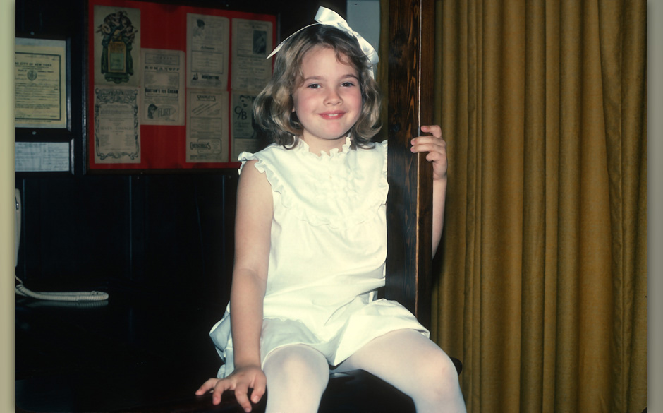 NEW YORK, NY - JUNE 8: 'ET' star Drew Barrymore poses for a photograph June 8, 1982 in New York City. (Photo by Yvonne Hemsey