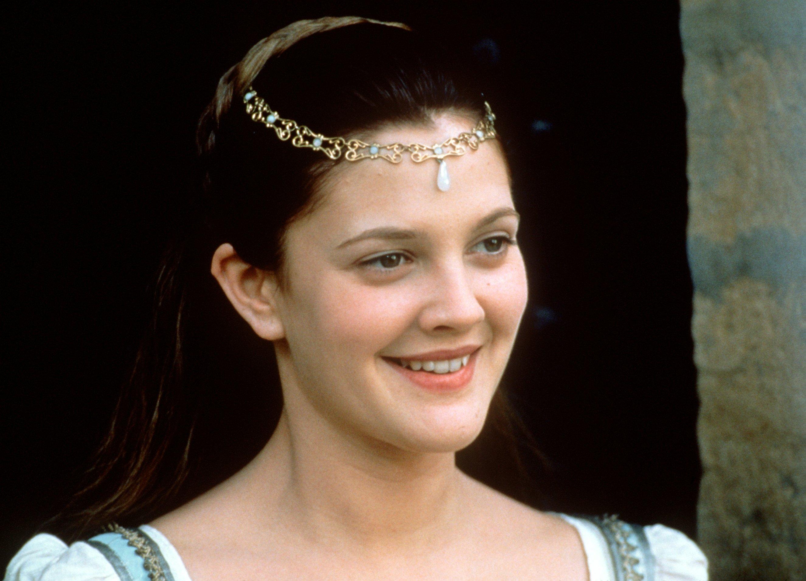 Szene aus dem Film 'Auf immer und ewig' mit Drew Barrymore als 'Danielle'. Der Film verwandelt die Mär vom braven Aschenputt
