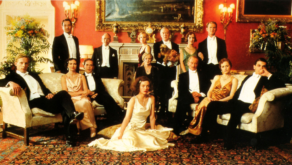 GOSFORD PARK (US 2002) L-R, LAURENCE FOX, JEREMY NORTHAM, NATASHA WIGHTMAN, TOM HOLLANDER, BOB BALABAN, KRISTIN SCOTT THOMAS,