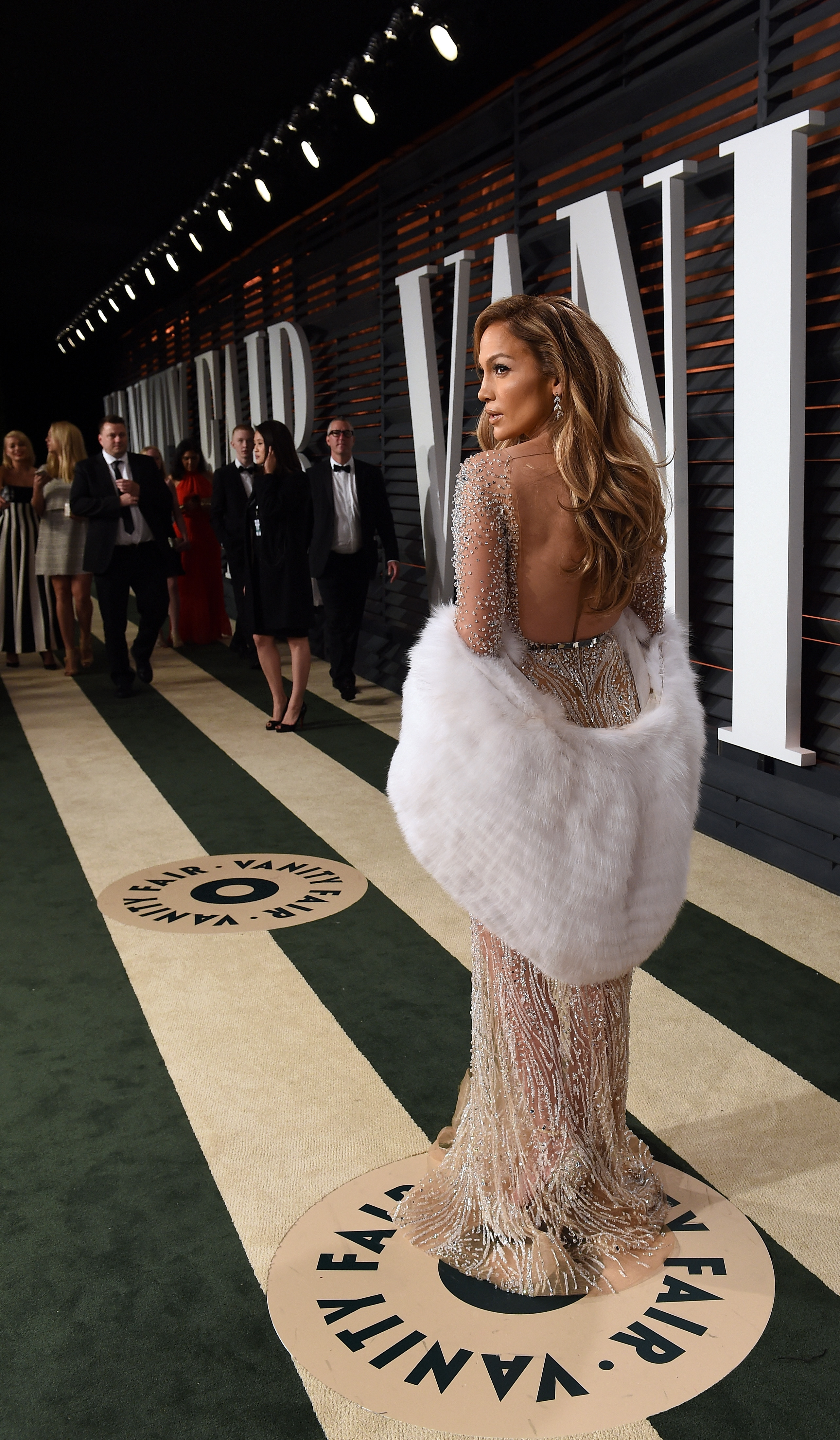 BEVERLY HILLS, CA - FEBRUARY 22:  Actress/recording artist Jennifer Lopez attends the 2015 Vanity Fair Oscar Party hosted by