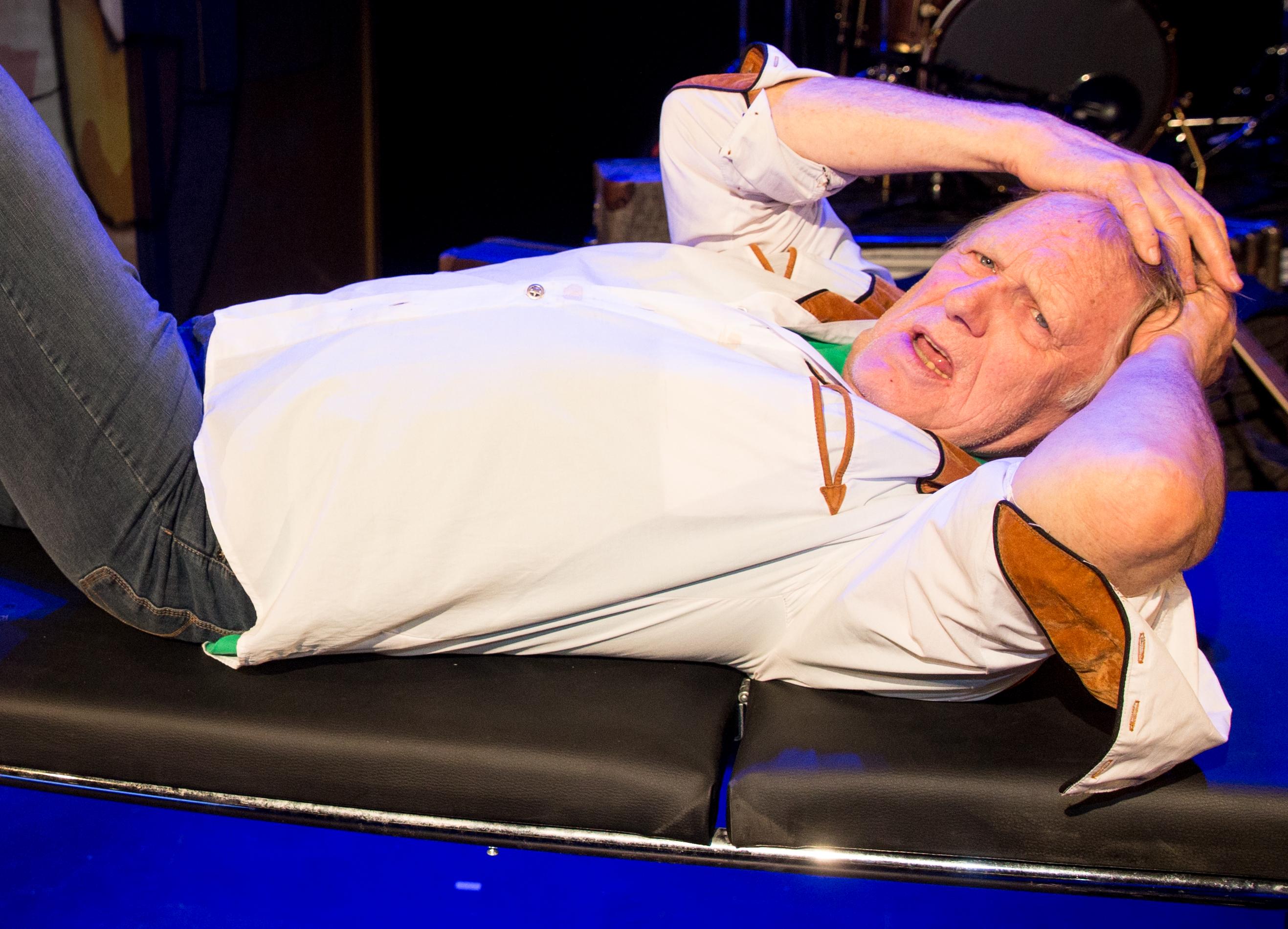 Der Musiker Gunter Gabriel steht am 13.10.2014 in Hamburg im Altonaer Theater bei der Fotoprobe des Stücks 'Ich, Gunter Gabr