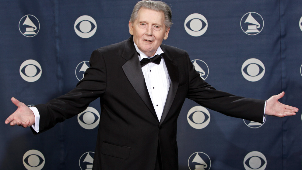 Music legend and lifetime achievement award winner Jerry Lee Lewis poses for photographers at the 47th Annual Grammy Awards o