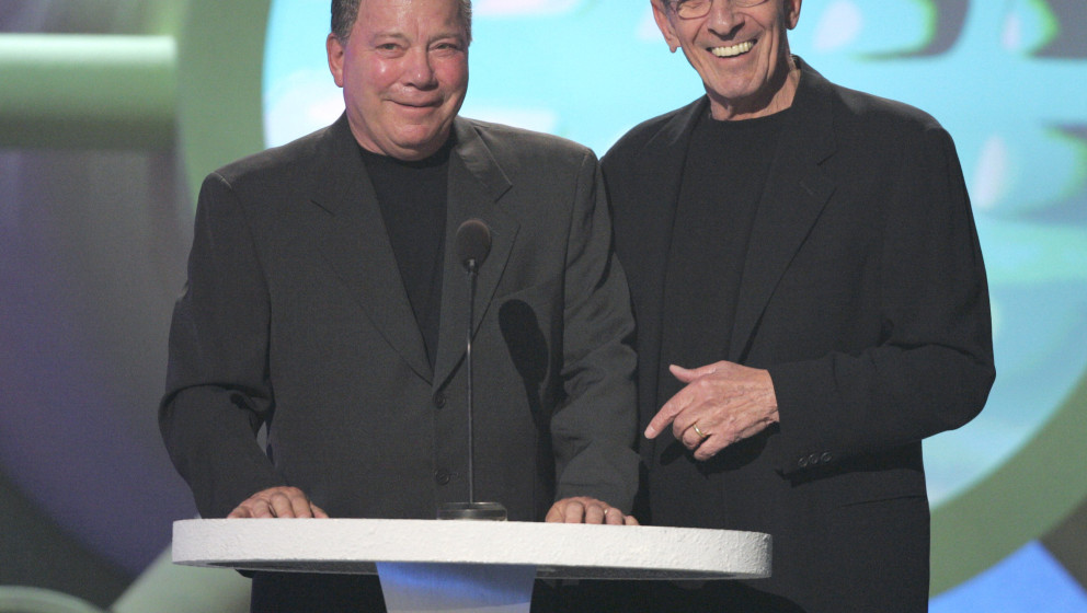William Shatner and Leonard Nimoy present the Viewer's Choice Award - King of Zing / Queen of Quip (Photo by J. Merritt/FilmM