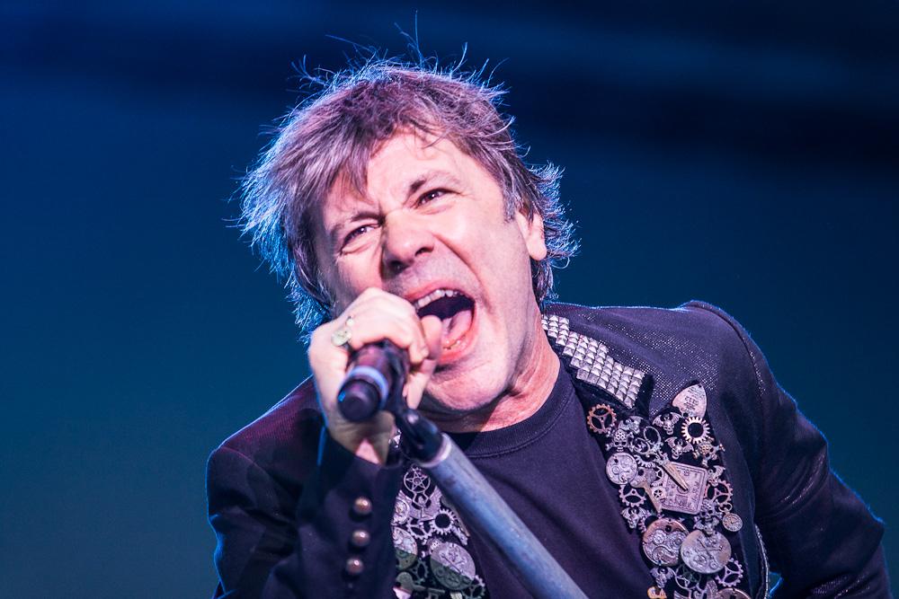 Iron Maiden-Sänger Bruce Dickinson hat seinen Krebs besiegt.