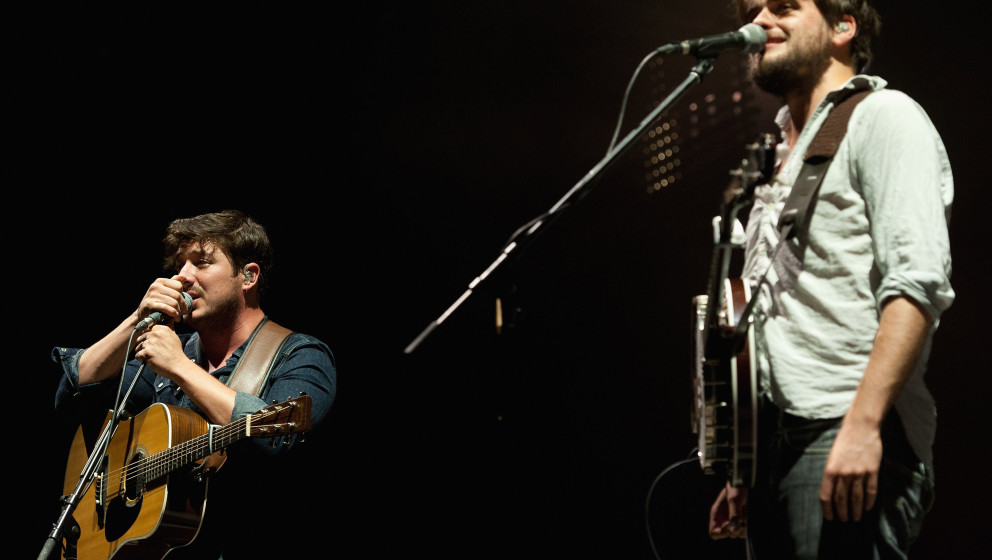 KANSAS CITY, KS - SEPTEMBER 20:  Lead singer Marcus Mumford and banjo player Winston Marshall performing with Mumford & S