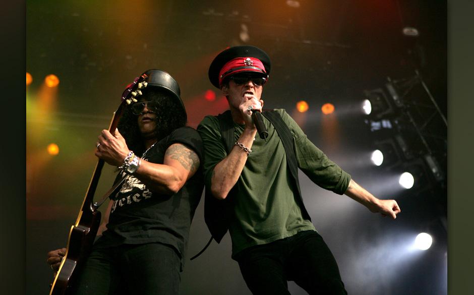 Slash and Scott Weiland of Velvet Revolver during Fields of Rock Festival 2007 in the Netherlands - June 17, 2007 in Biddingh