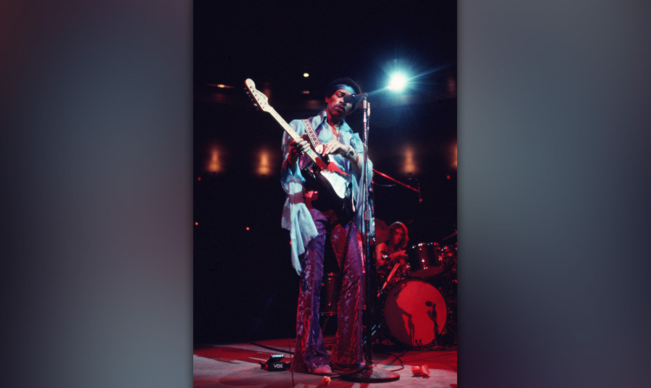 NEW YORK - JANUARY 28:  Jimi Hendrix performs at the Felt Forum on January 28, 1970 in New York City, New York.  (Photo by Wa