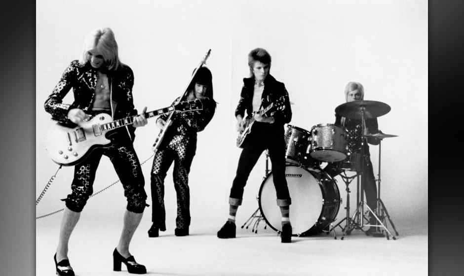 LONDON - NOVEMBER 1972:  Guitarist Mick Ronson, bassist Trevor Bolder, David Bowie and drummer Mick Woodmansey of 'Ziggy Star