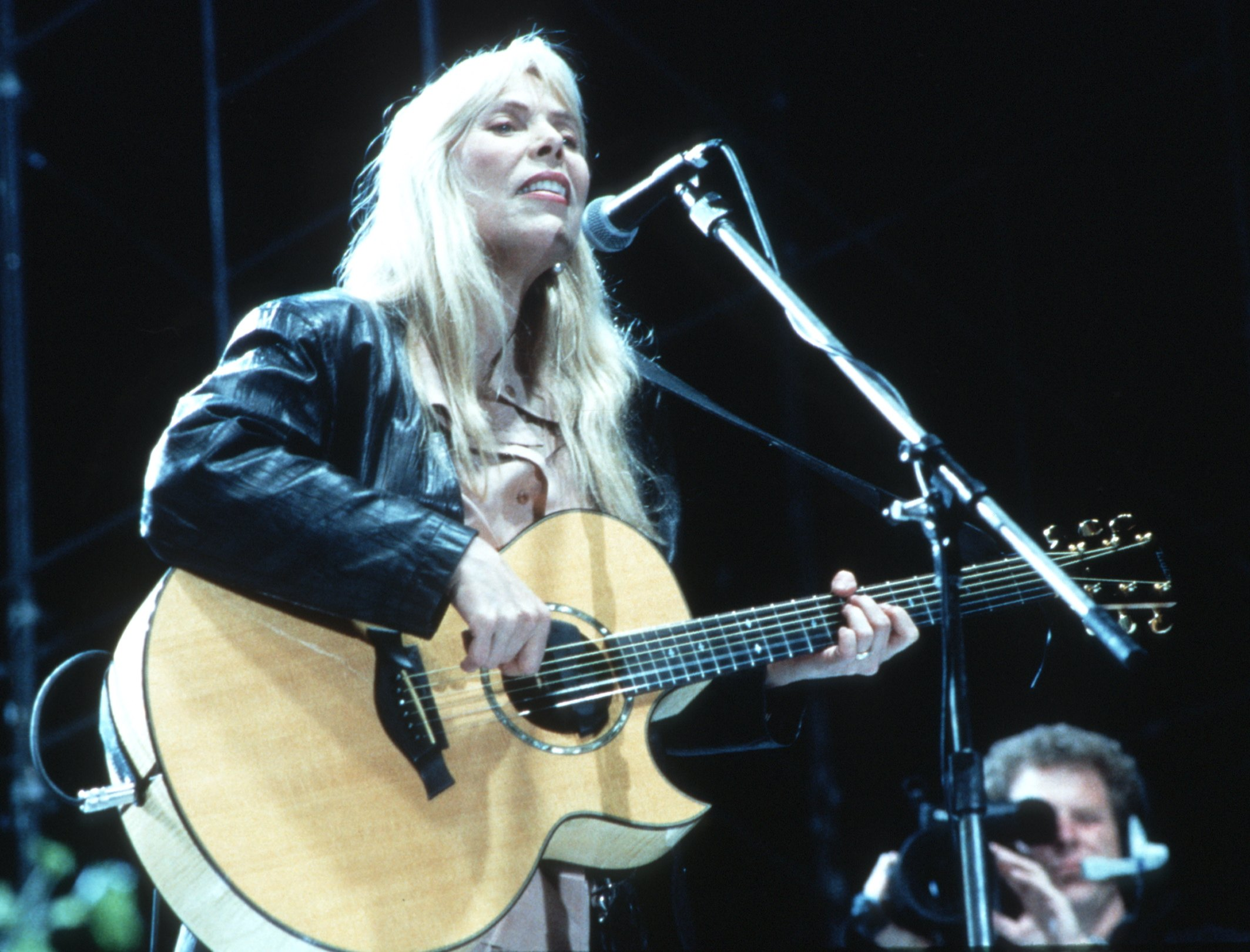 UNSPECIFIED - CIRCA 1970:  Photo of Joni Mitchell  (Photo by Sherry Rayn Barnett/Michael Ochs Archives/Getty Images)