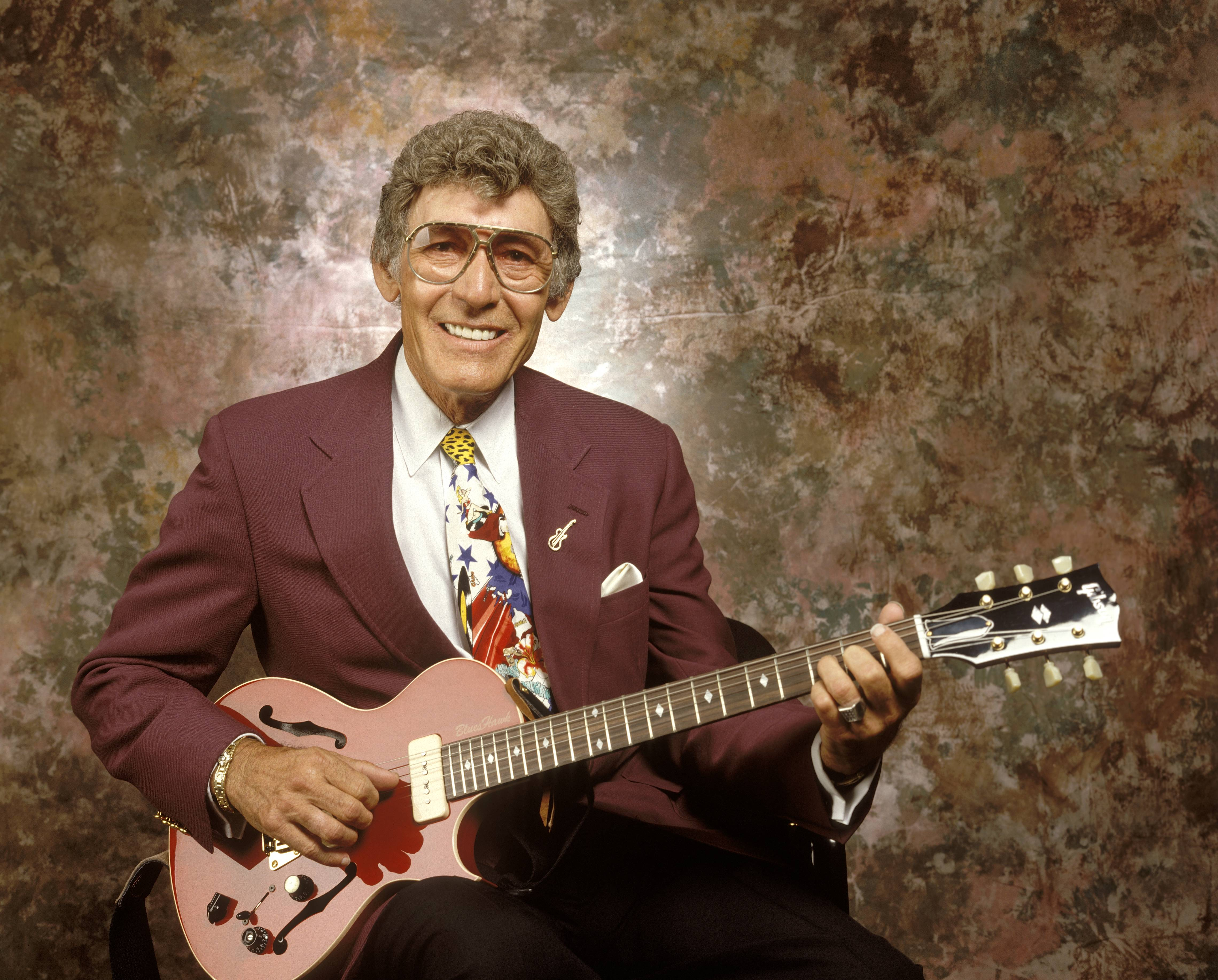 UNITED STATES - JANUARY 01:  Photo of Carl PERKINS  (Photo by Robert Knight Archive/Redferns)