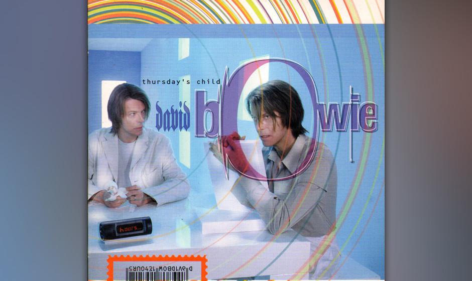64. 'Thursday's Child'.   Im Clip verjüngt sich Bowie vor dem Badezimmerspiegel und verfällt schließlich dem ebenfalls ver