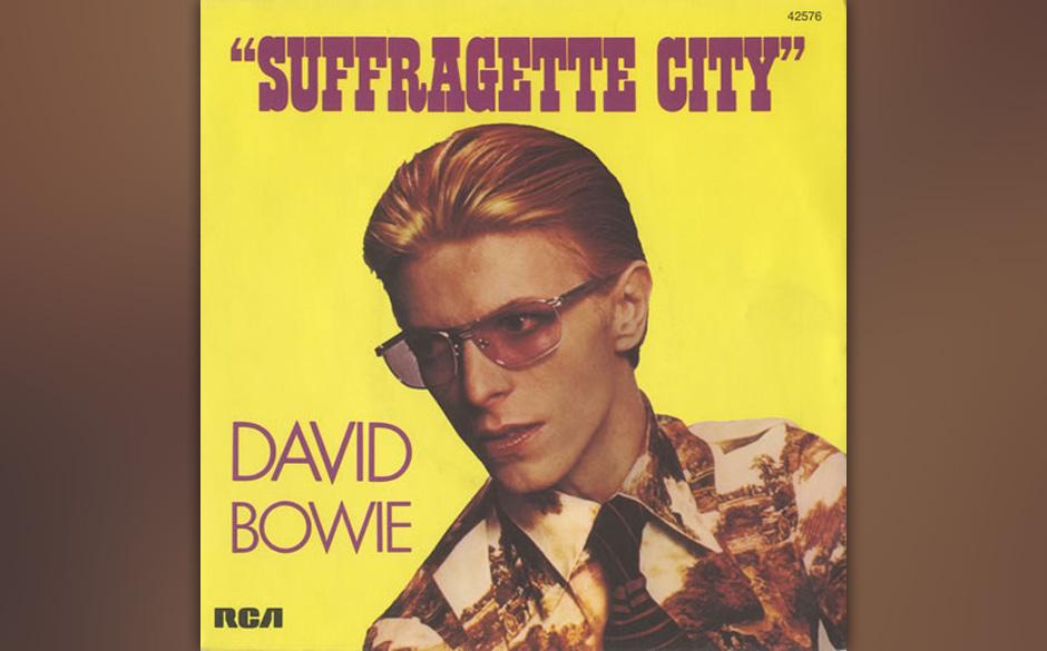 """18. Suffragette City.   Der losrockende Song erschien zuerst im April 1972 als B-Seite der Single """"Starman"""". Innerhalb de"""
