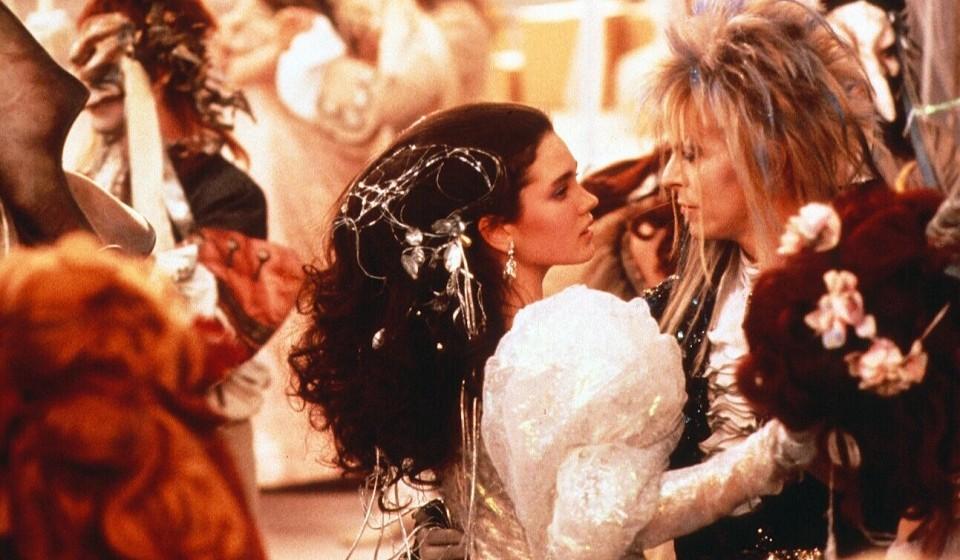50. 'As The World Falls Down'.  Nach dem Flop des Jim-Henson-Puppenspektakels 'Labyrinth' (mit Bowie in der Hauptrolle als 'G