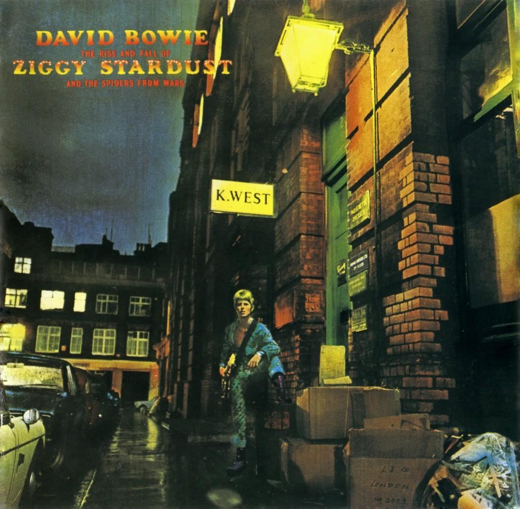 44. 'Moonage Daydream'.   Ziggy Stardust, Bowies Kunstfigur eines Außeridischen, bricht auf die Menschheit herein und bietet