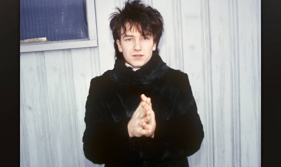 CANADA - DECEMBER 01:  Photo of BONO and U2; Bono, posed  (Photo by Peter Noble/Redferns)