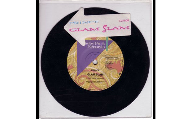 Platz 23: Glam Slam. 'Heavy feather, flicka nipple, Baby scam water ripple' - 'I don't understand It' -'Means I love U'. Prin