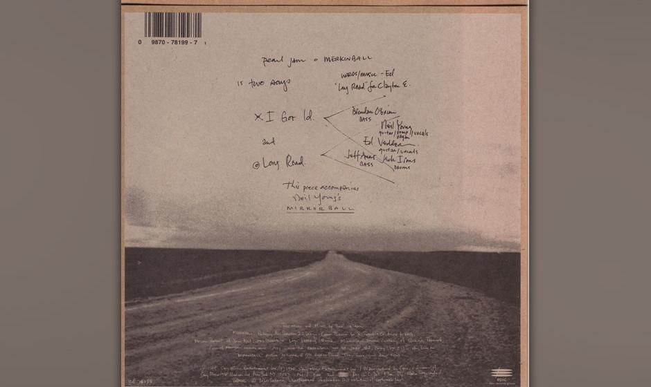 10. Long Road. Das auch mit Nusrat Fateh Ali Khan als Duett auf dem 'Dead Man Walking'-Score veröffentlichte Lied hat sich w