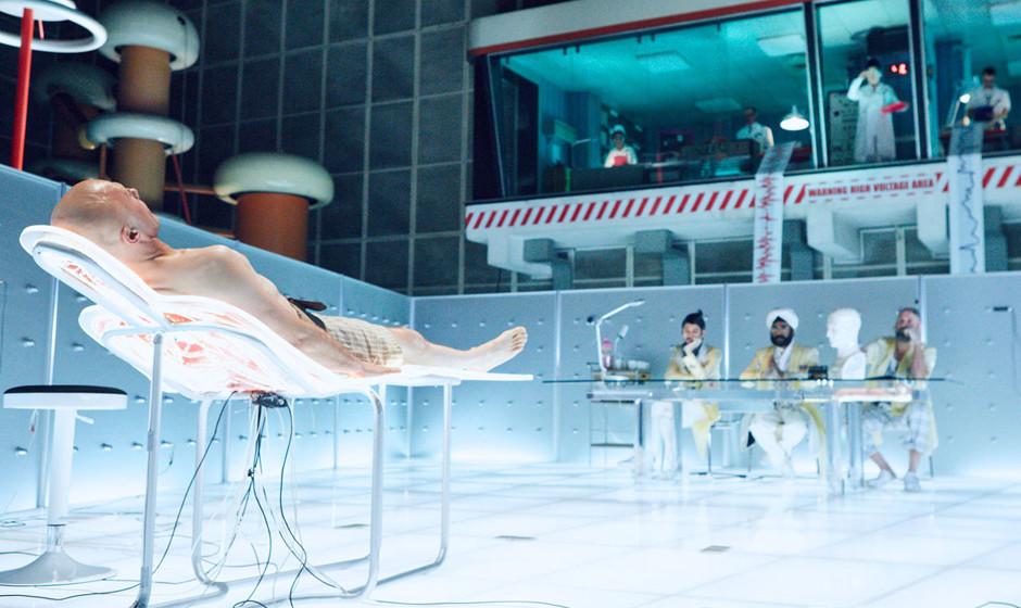 'The Zero Theorem'. Bis Terry Giliam einen Film realisiert, kann eine halbe Ewigkeit vergehen. In diesem Sci-Fi-Werk spielt C