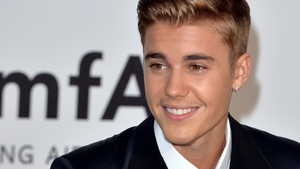 CAP D'ANTIBES, FRANCE - MAY 22:  Justin Bieber attends amfAR's 21st Cinema Against AIDS Gala, Presented By WORLDVIEW, BOLD FI