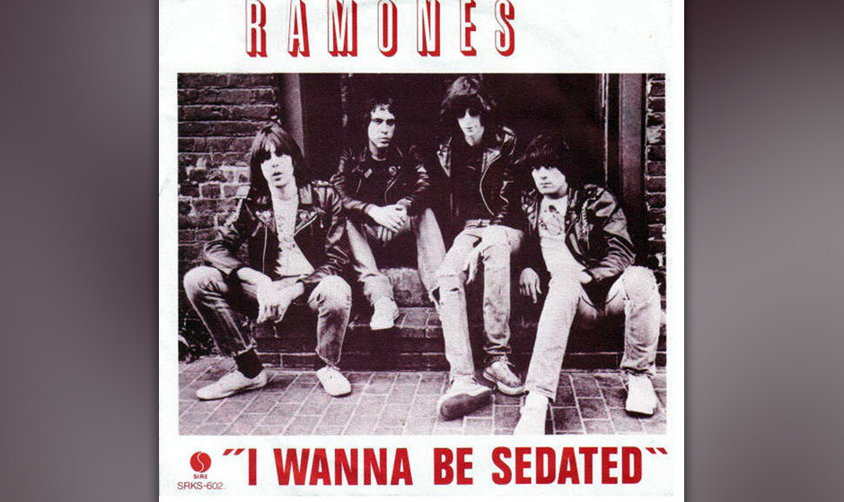 """145. The Ramones - I Wanna Be Sedated """"I Wanna Be Sedated"""" wurde von Joey Ramone geschrieben, als dieser unter zahlreiche"""