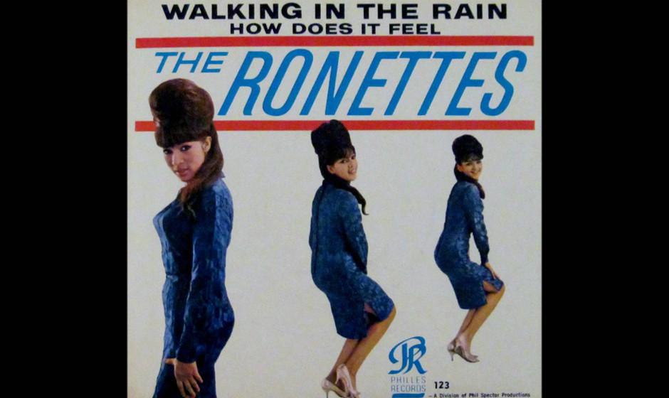 """269. The Ronettes – Walking In the Rain Gerade als die erste Welle der """"British Invasion"""" drohte, den amerikanischen Hi"""