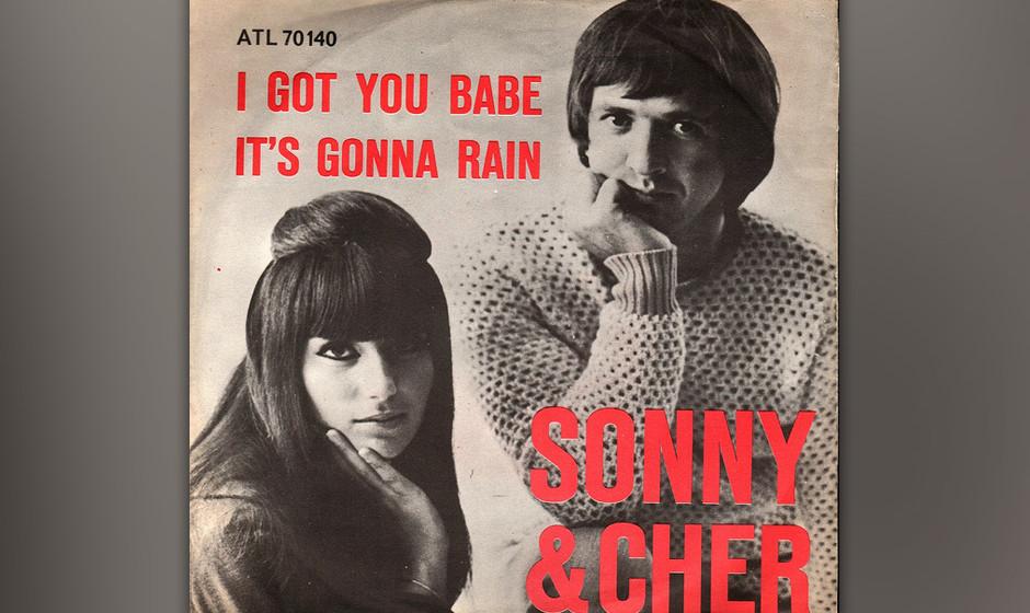 451. 'I Got You Babe' - Sonny and Cher (Sonny Bono) Sonny & Cher lebten im Haus ihres Managers, wo Bono Nächte auf einem Kla