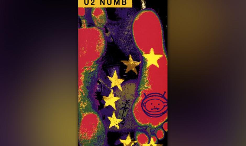 """35. 'Numb'. Bekannt wurde dieser Song vor allem durch das Video, in dem The Edge, der nach """"Van Diemen's Land"""" von """"R"""