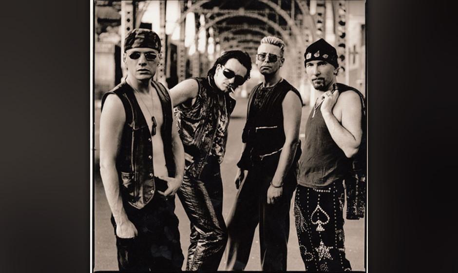 """11. 'Until The End Of The World'. Der Song entstand aus einem Instrumental-Track mit dem Titel """"Fat Boy"""". Als Regisseur W"""