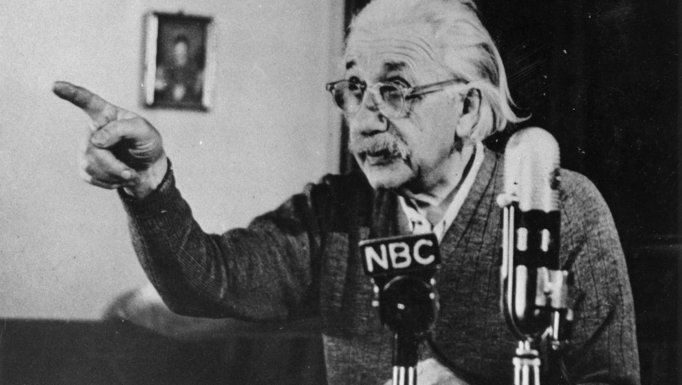 circa 1955:  Mathematical physicist Albert Einstein (1879 - 1955) delivers one of his recorded lectures.  (Photo by Keystone/