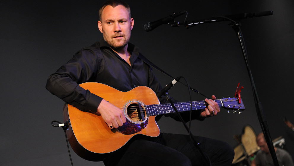 NEW YORK - AUGUST 16:  Musician David Gray performs at the Apple Store Soho on August 16, 2010 in New York City.  (Photo by J