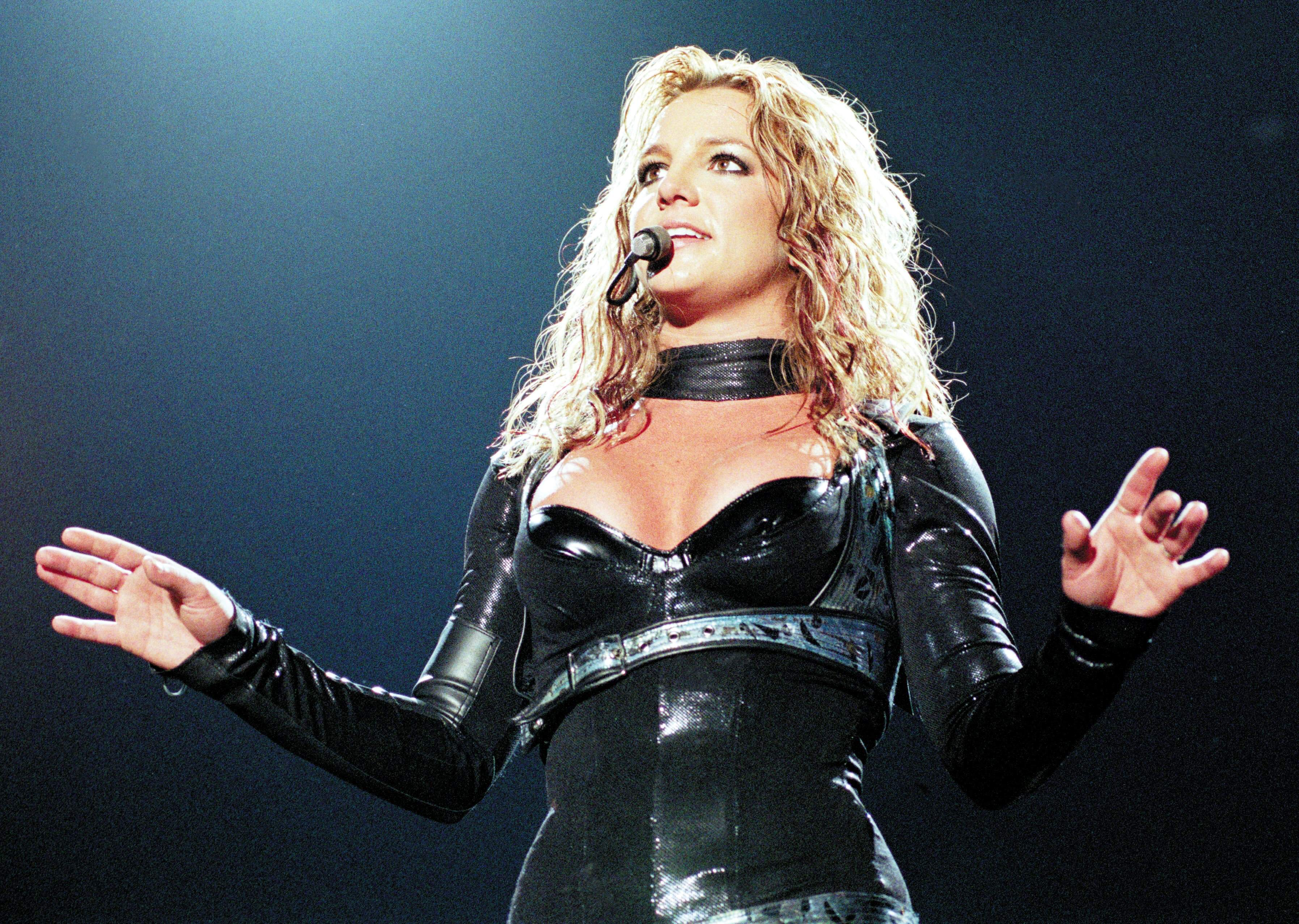 NETHERLANDS - MAY 07:  ROTTERDAM  Photo of Britney SPEARS, 07-05-2004/BRITNEY SPEARS/AHOY/ROTTERDAM  (Photo by Peter Pakvis/R