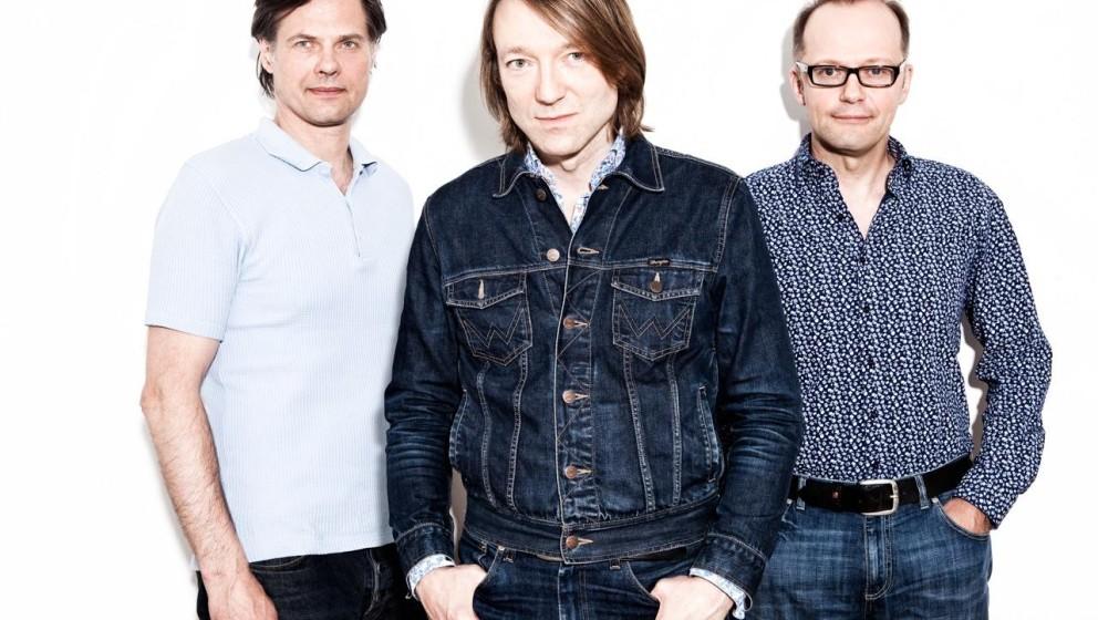 Blumfeld. Jochen Distelmeyers Solo-Album von 2009 klang ja schon wie Blumfeld, in Originalbesetzung tourte die Band 2014.