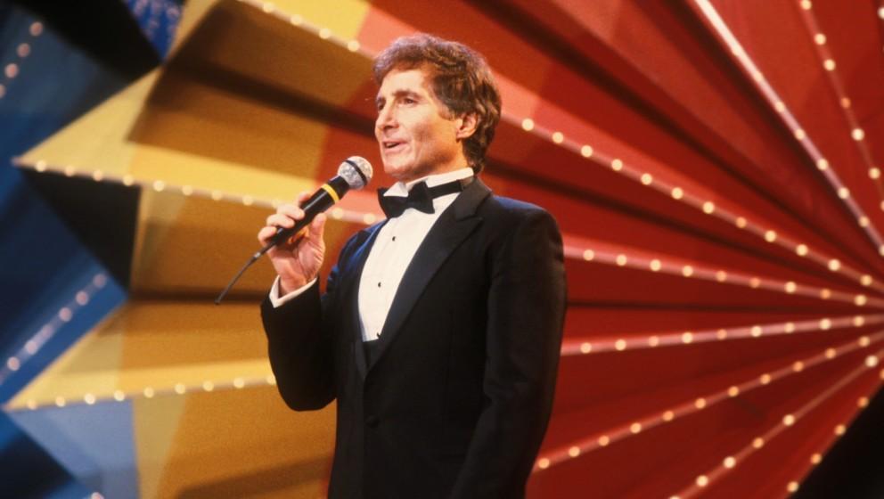 Freddy Quinn, Deutschland, 01.09.1975, Bühne, Auftritt, Anzug, Fliege, Mikrofon, Lichteffekt, Schauspieler, Sänger, OH/DB;