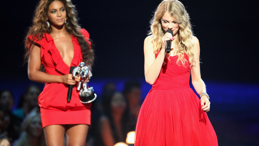 NEW YORK - SEPTEMBER 13:  Taylor Swift (R) speaks after Beyonce (L) allowed her to finish her speech, that was cut short by K
