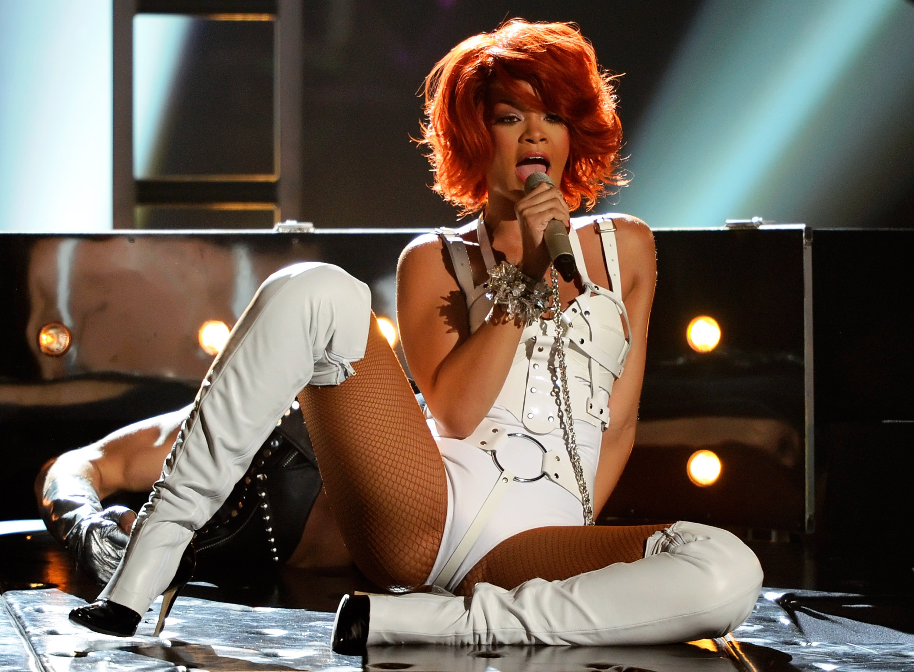 LAS VEGAS, NV - MAY 22:  Singer Rihanna performs during the 2011 Billboard Music Awards at the MGM Grand Garden Arena May 22,