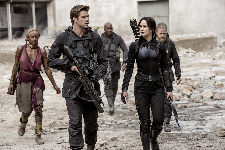 Von rechts nach links Commander Paylor (Patina Miller), Gale Hawthorne (Liam Hemsworth), Boggs (Mahershala Ali), Katniss Ever