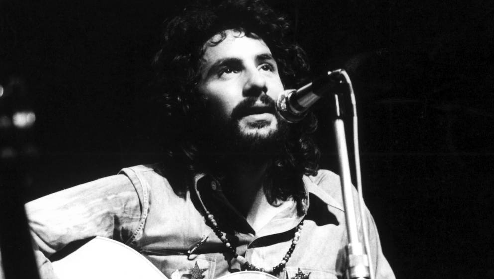 Cat Stevens performs on stage, London, 1972. (Photo by Michael Putland/Getty Images)
