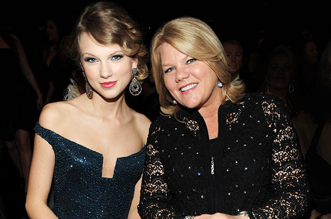 LOS ANGELES, CA - JANUARY 31:  Taylor Swift and her mother attends the 52nd Annual GRAMMY Awards held at Staples Center on Ja