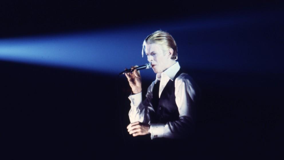 David Bowie live im Jahr 1976.