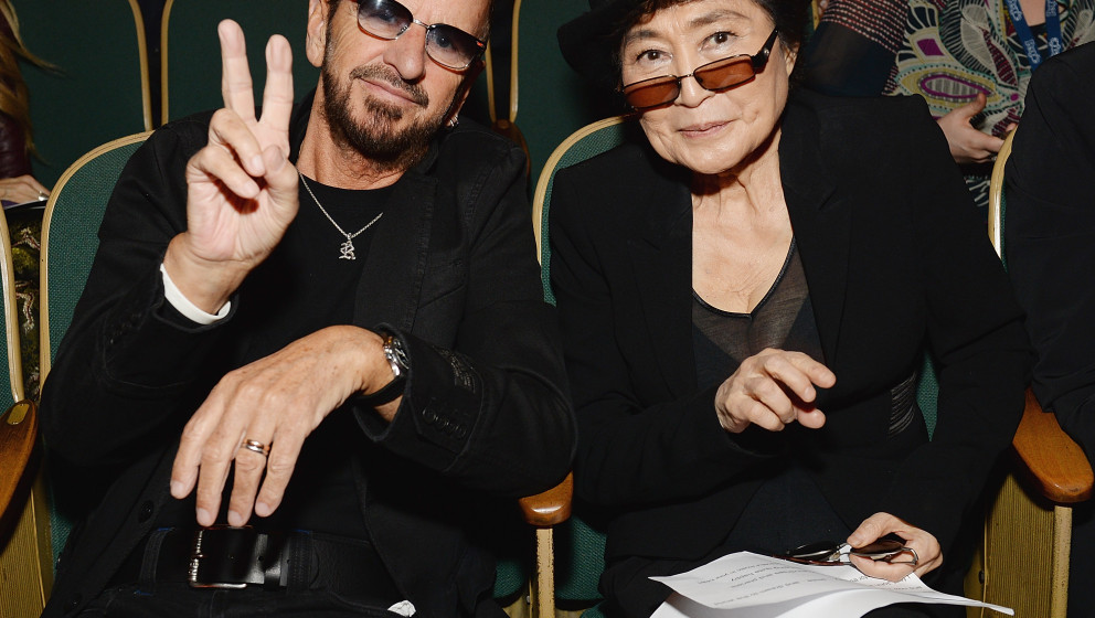 LOS ANGELES, CA - JANUARY 25:  Musicians Ringo Starr (L) and Yoko Ono attend the Special Merit Awards Ceremony of the 56th GR
