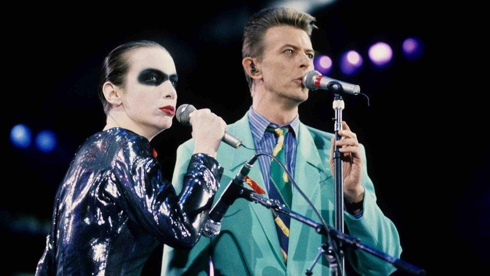Annie Lennox and David Bowie perform 'Under Pressure' at The Freddie Mercury Tribute Concert for AIDS Awareness at Wembley St