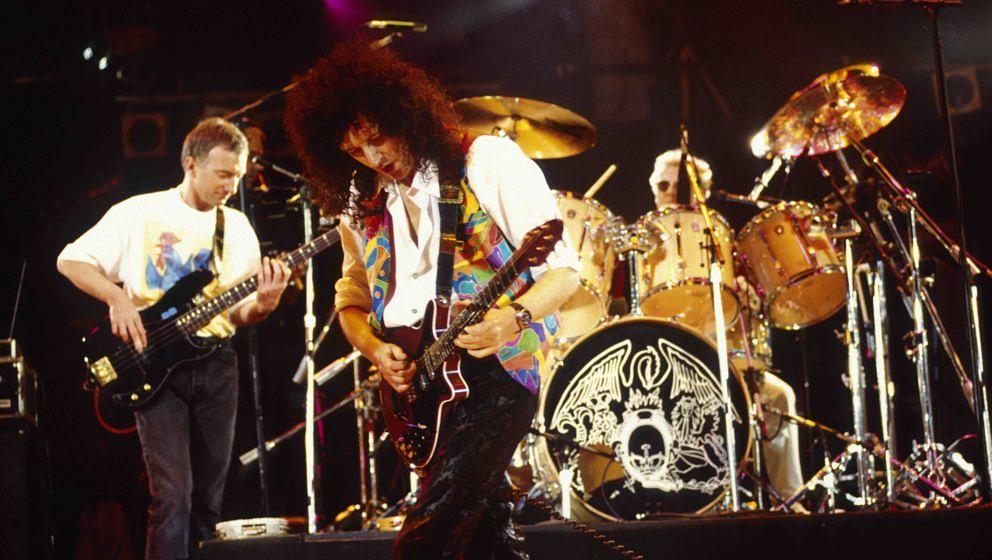 UNITED KINGDOM - APRIL 20:  WEMBLEY STADIUM  Photo of Roger TAYLOR and QUEEN and John DEACON and Brian MAY, L-R John Deacon,