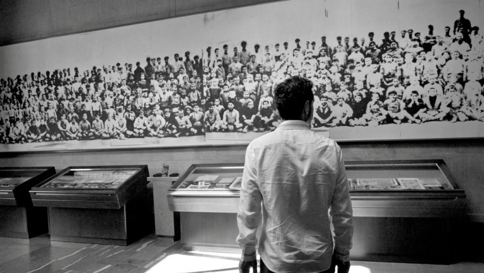 Tankian im Zizernakaberd – dem Denkmalkomplex in Jerewan zum Gedenken der Opfer des Völkermords an den Armeniern 1915